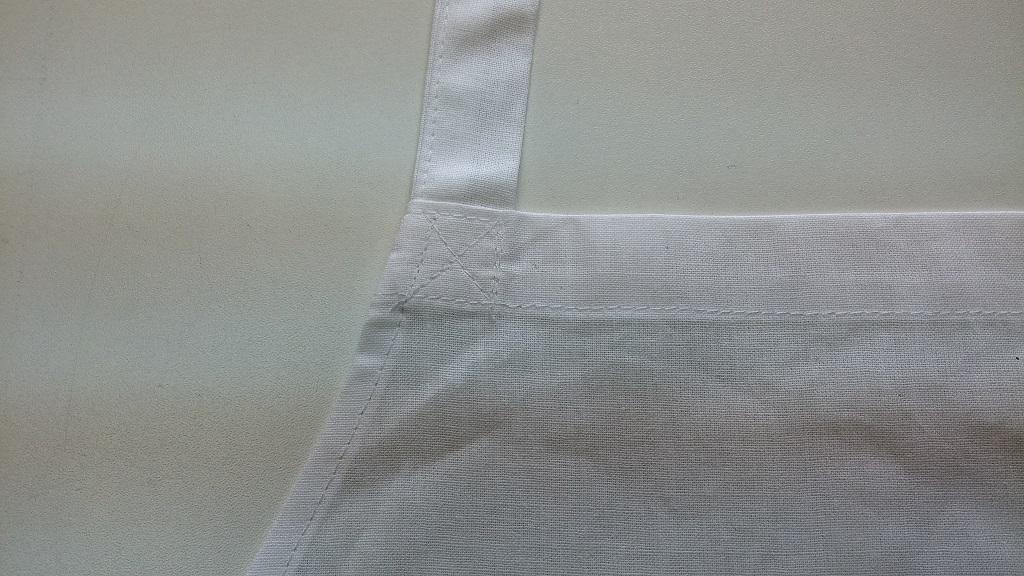 Фартук поварской из бязи хлопчатобумажной отбеленной. Обработка шейной бретели.