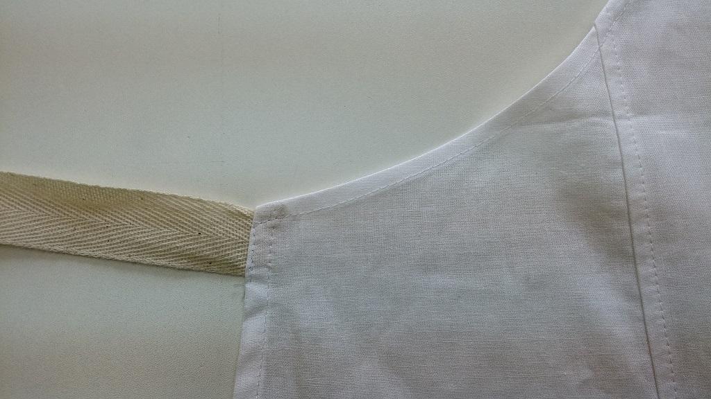 Фартук поварской из бязи хлопчатобумажной отбеленной. Обработка завязки.